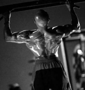 背中のトレーニングのチンニング