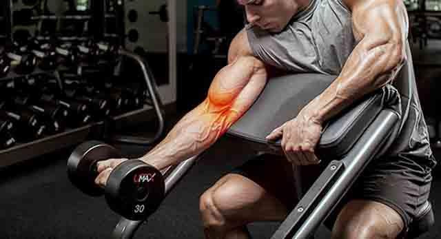 トレーニングによる肘関節の痛み