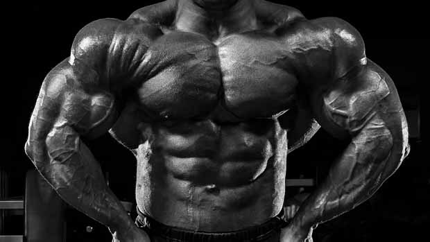 筋肉で強そうな男