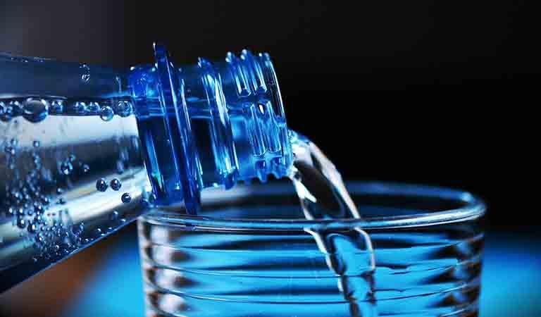 硬水のミネラルウォーターのイメージ写真